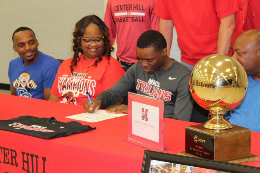 Kevin Henry signs with Mississippi Delta Community College